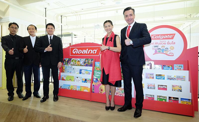 """""""คอลเกต บริจาคชั้นวางหนังสือ หอสมุดเมืองกรุงเทพฯ"""" สนับสนุนการเรียนรู้เพิ่มเติมนอกห้องเรียน สร้างโอกาสการศึกษาเด็กไทย"""