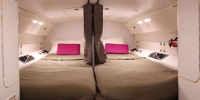 """บุกดูห้องนอนเหล่านางฟ้า """"แอร์โฮสเตส"""" บนเครื่องเวลาบินไฟล์ทยาวๆกัน"""